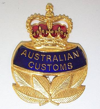 Old_customs_hat_badge