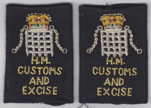 UK 003 Customs  Excise Shoulder Loops